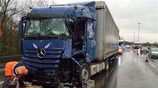 Accident entre deux camions et une voiture sur la E19 à Mons- 5 blessés et énormes bouchons 4